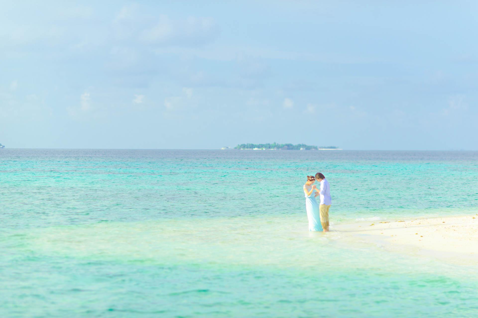 Devin and Natsuko Honeymoon at Makunudhoo Island Maldives 13
