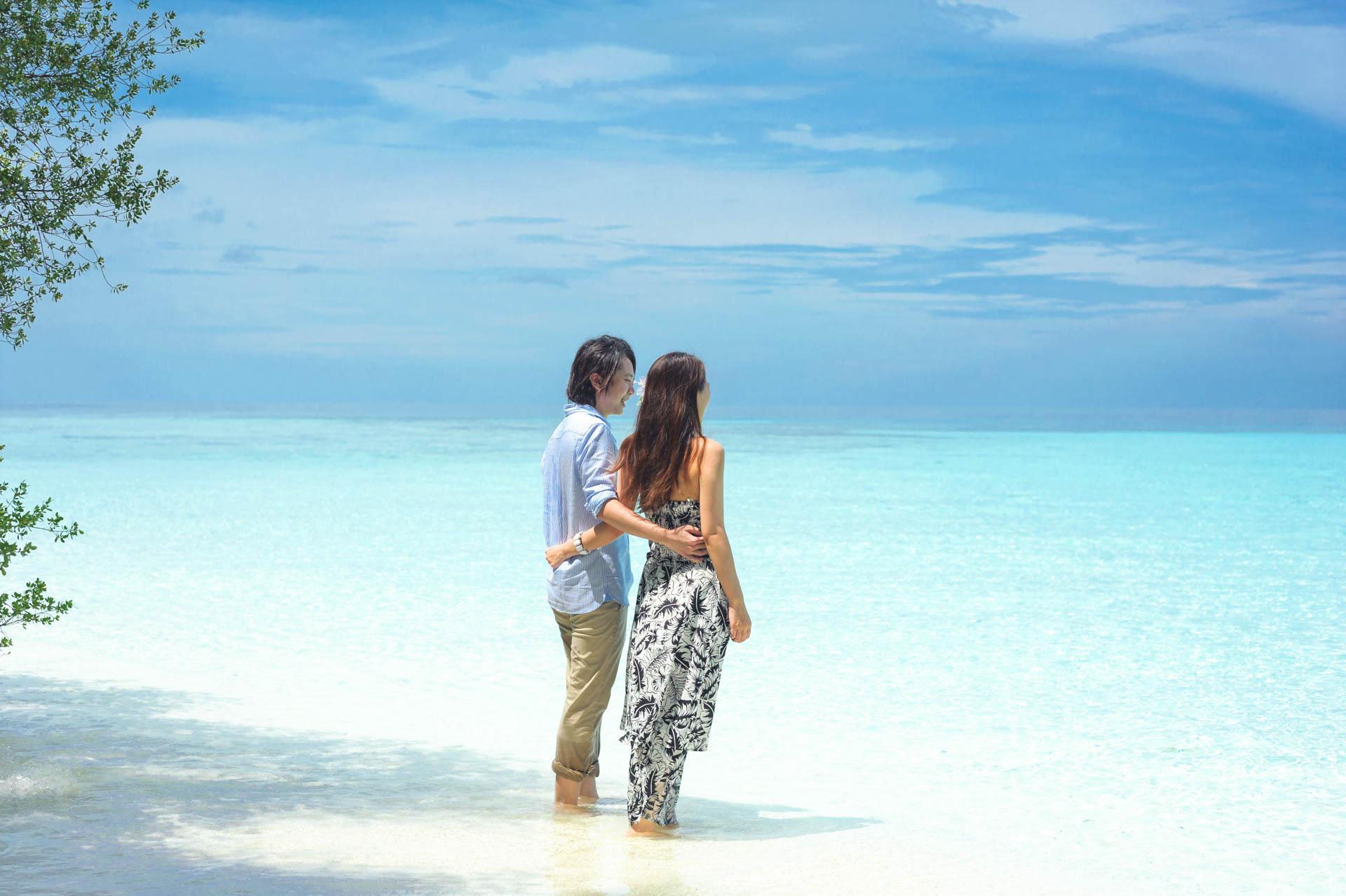 Devin and Natsuko Honeymoon at Makunudhoo Island Maldives 52