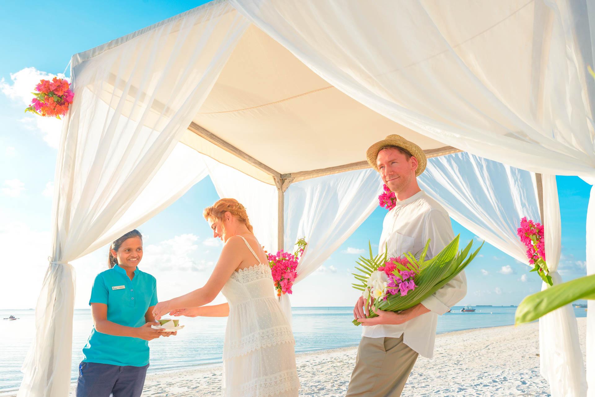 Heike Michaels Beach Wedding in Maldives 20