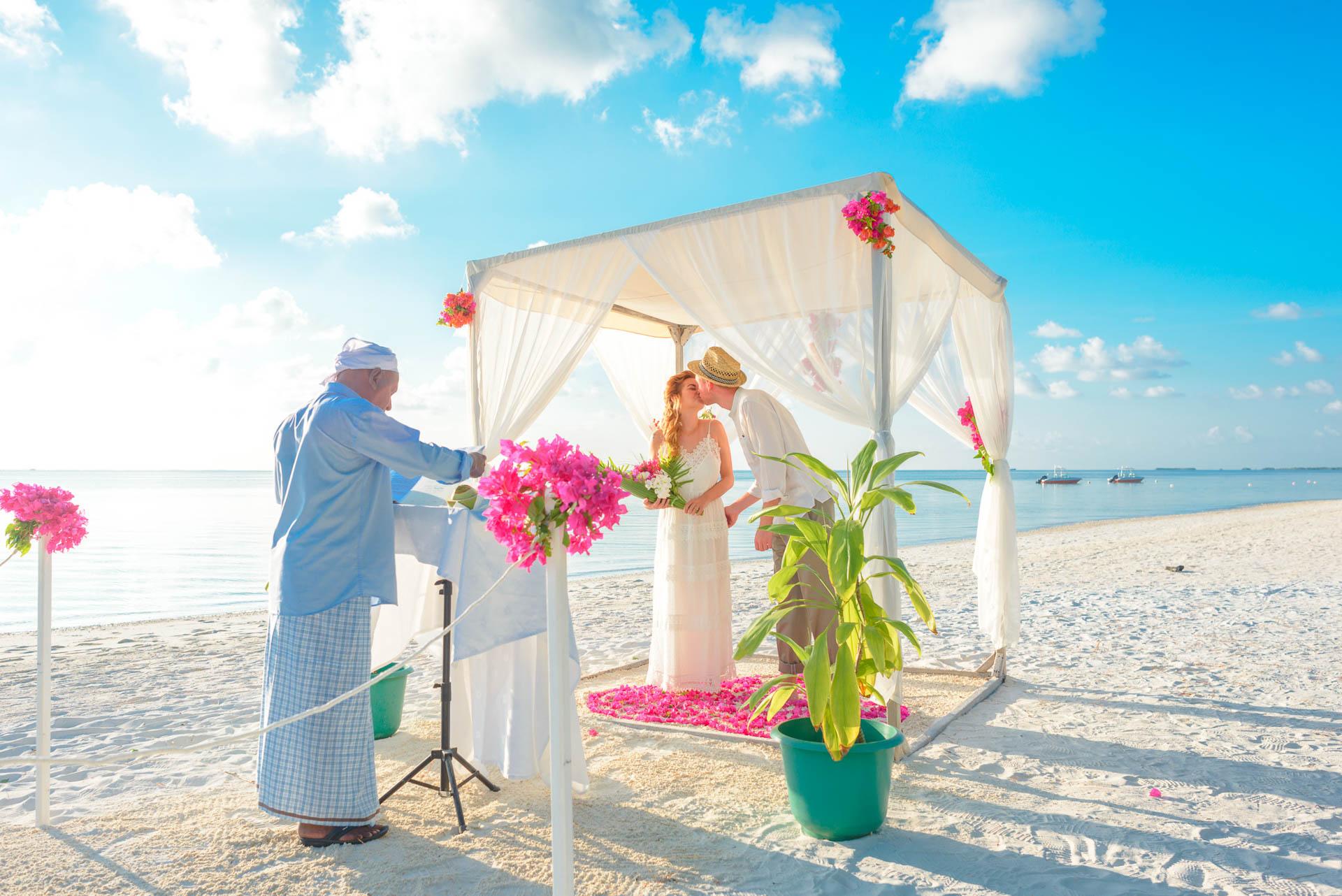 Heike Michaels Beach Wedding in Maldives 24