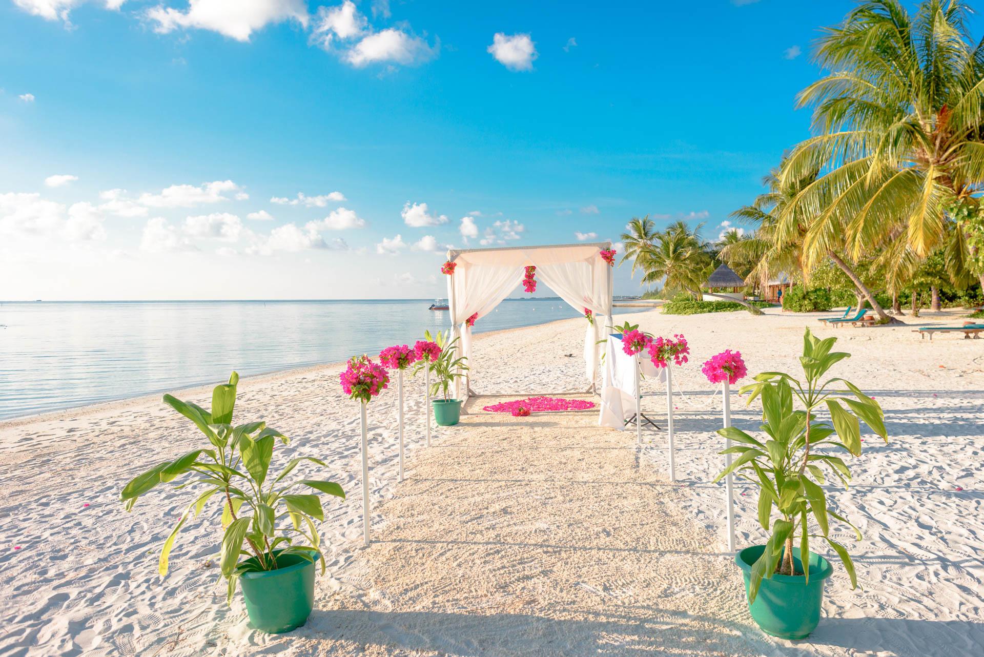 Heike Michaels Beach Wedding in Maldives 27