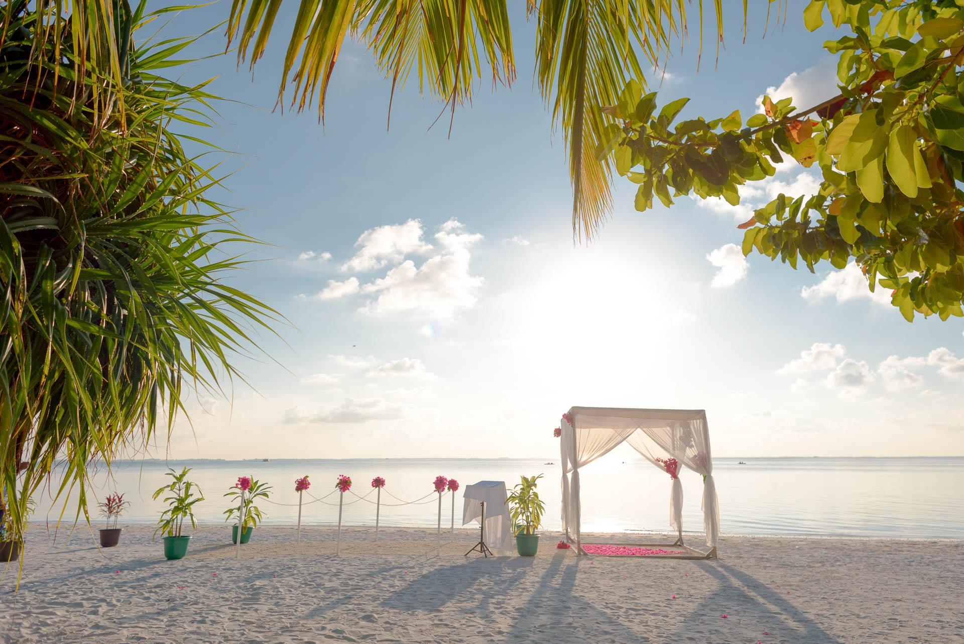 Heike Michaels Beach Wedding in Maldives 28